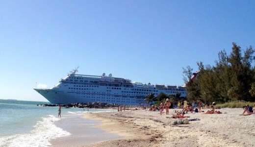 cruise ship. park beach2011. (520 x 300)