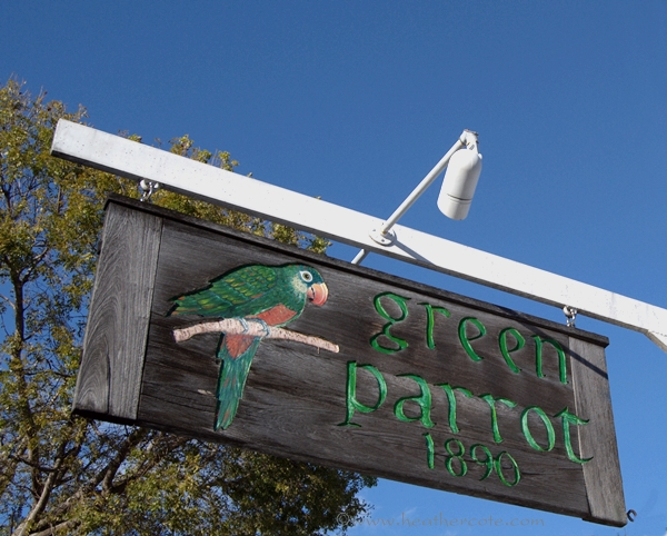 green,parrot.sign.kw.2013